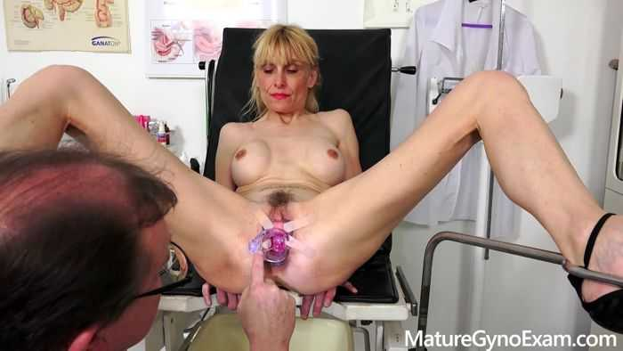 Valeria Blond - Gyno exam of slender mature woman Valeria
