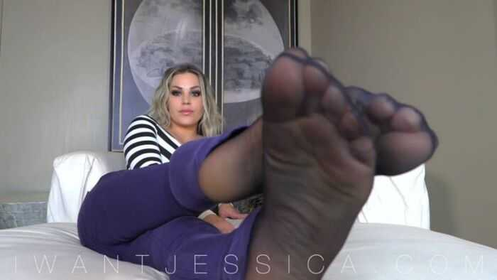 Goddess Jessica – Still Exploding for Nylons