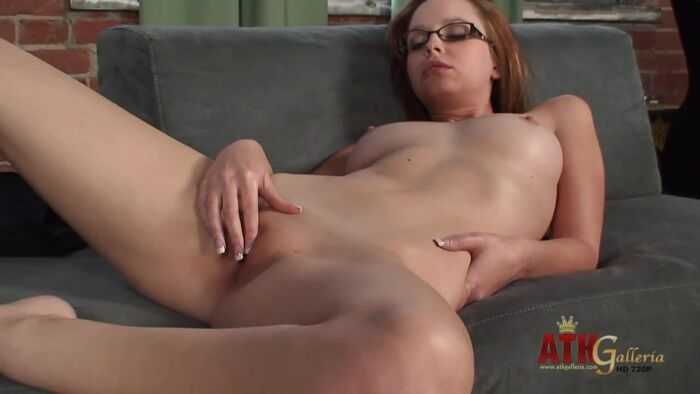 Hayden Winters playing with her twat